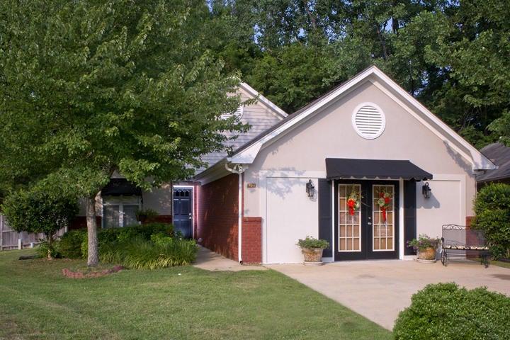 704 Albany, Tupelo, MS 38801