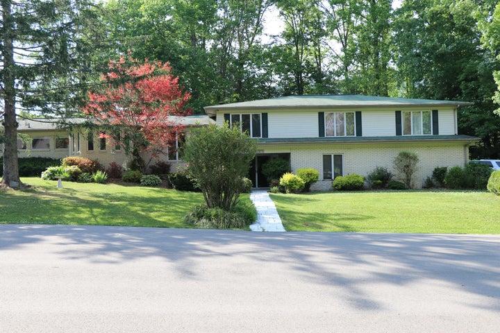 1315 Oakwood Circle, Big Stone Gap, VA 24219