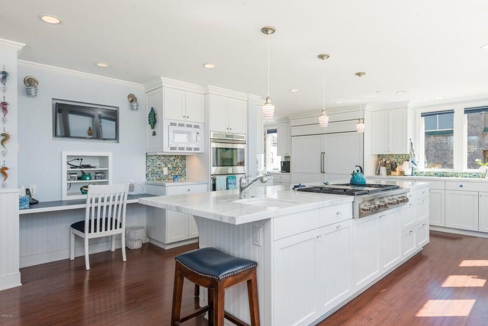 1085 Driftwood Lane, Ventura, CA 93001 $4,300,000 www.starrshomes ...