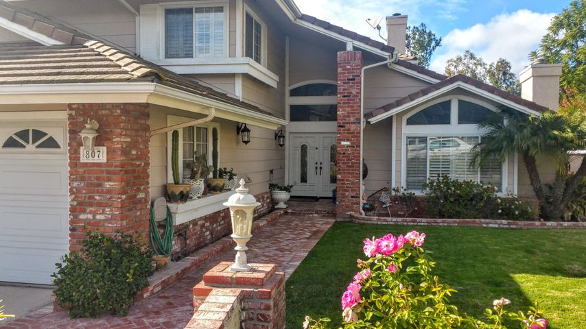 Welcome home to the enviable Sterling Oaks Neighborhood.