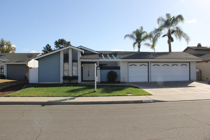 Bright & Sunny single Story Home located on a cul-de-sac with 3 car garage!