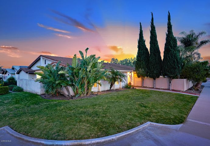 This great corner lot offers ample parking!