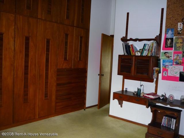 Casa Distrito Metropolitano>Caracas>La Lagunita Country Club - Venta:1.904.488.000 Precio Referencial - codigo: 08-5573