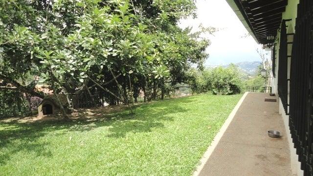 Casa Distrito Metropolitano>Caracas>La Lagunita Country Club - Venta:800.000 US Dollar - codigo: 10-8503