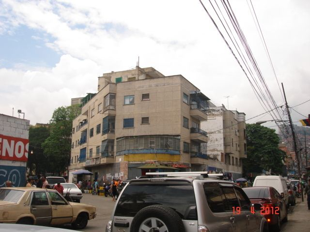 Local Comercial Distrito Metropolitano>Caracas>Catia - Venta:150.471.000.000 Precio Referencial - codigo: 12-3396