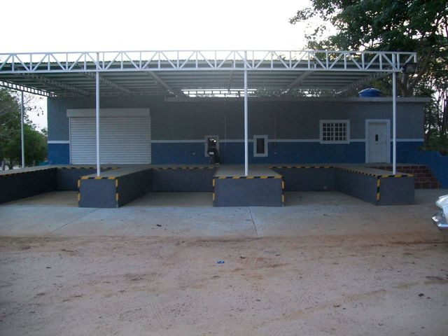 Negocios y Empresas Zulia>Cabimas>Via Santa Rita - Venta:40.699.400.000 Bolivares - codigo: 12-5372