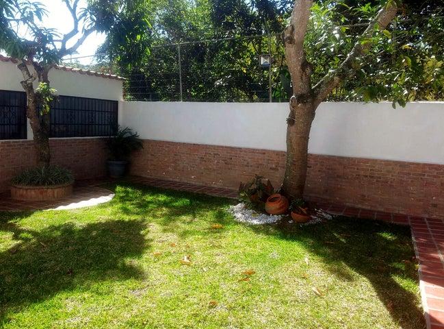 Casa Distrito Metropolitano>Caracas>Macaracuay - Venta:79.211.000.000 Bolivares Fuertes - codigo: 12-2164