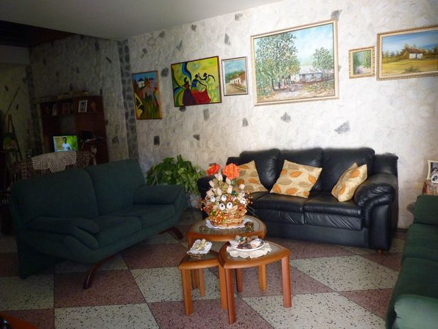 Casa Aragua>Turmero>Zona Centro - Venta:4.300.000.000 Bolivares - codigo: 13-949