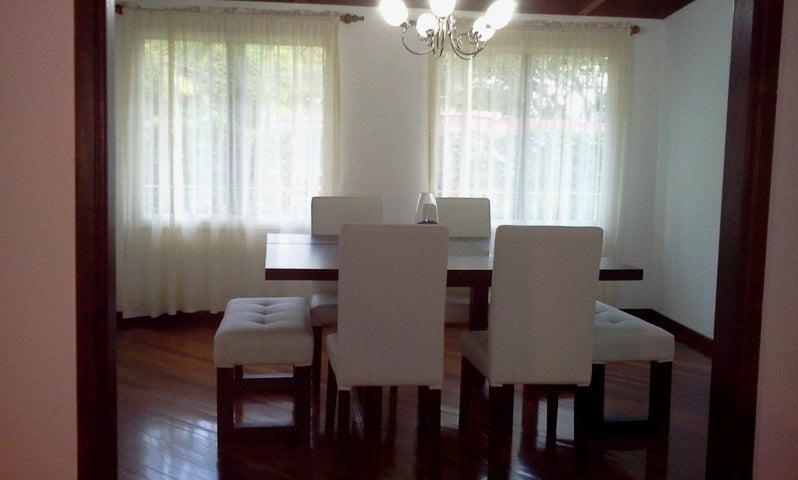 Casa Distrito Metropolitano>Caracas>Oripoto - Venta:63.451.000.000 Bolivares - codigo: 13-1440
