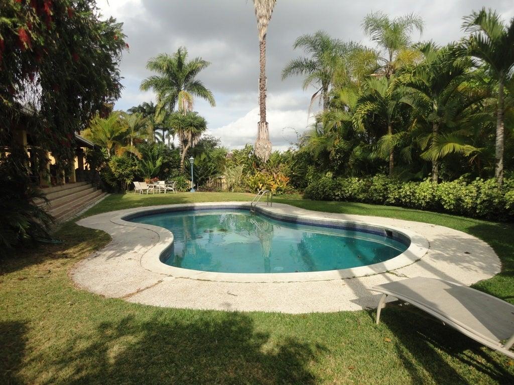 Casa Distrito Metropolitano>Caracas>La Lagunita Country Club - Venta:620.000 US Dollar - codigo: 13-1805