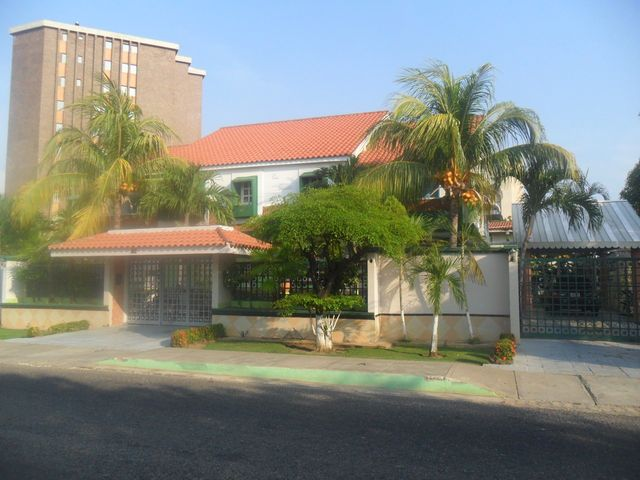 Casa Zulia>Ciudad Ojeda>Calle Piar - Venta:250.000 Precio Referencial - codigo: 13-1940