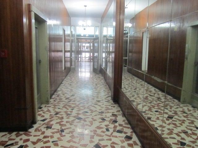 Galpon - Deposito Distrito Metropolitano>Caracas>Parroquia La Candelaria - Venta:43.000.000.000 Bolivares - codigo: 13-2479
