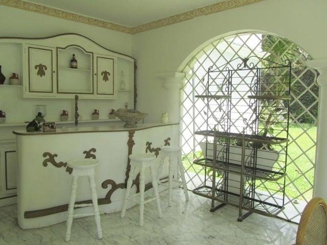Casa Distrito Metropolitano>Caracas>La Lagunita Country Club - Venta:427.508.000.000 Precio Referencial - codigo: 13-2685