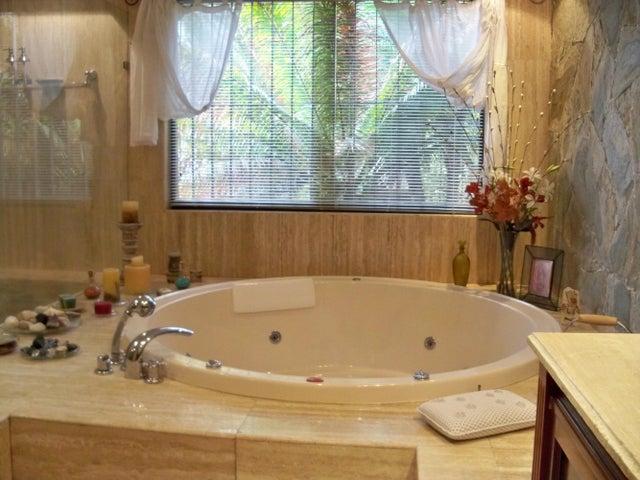 Casa Distrito Metropolitano>Caracas>Oripoto - Venta:147.106.000.000 Bolivares - codigo: 13-3024