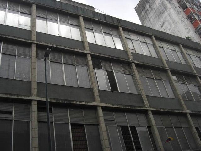Local Comercial Distrito Metropolitano>Caracas>Parroquia Catedral - Venta:38.400.000.000 Bolivares - codigo: 13-3703