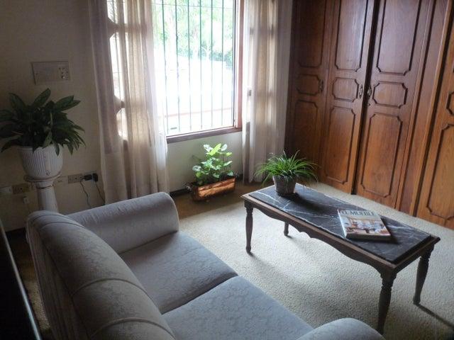 Casa Distrito Metropolitano>Caracas>Colinas del Tamanaco - Venta:489.031.000.000 Precio Referencial - codigo: 13-3834