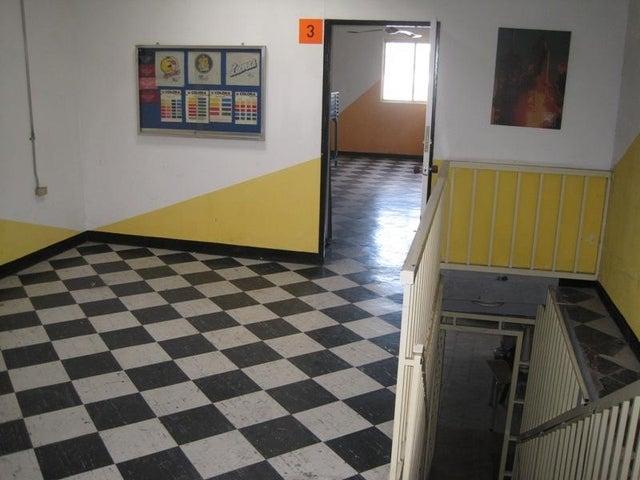 Local Comercial Distrito Metropolitano>Caracas>La Florida - Venta:127.097.000.000 Precio Referencial - codigo: 13-4535