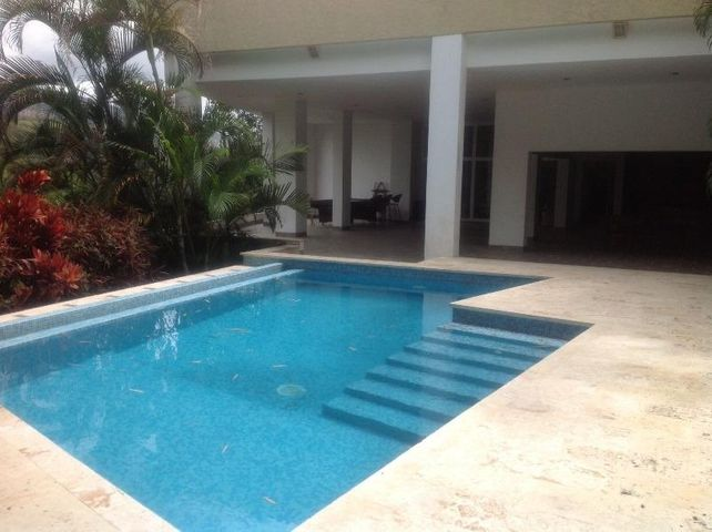 Casa Distrito Metropolitano>Caracas>Colinas del Tamanaco - Venta:641.347.000.000 Precio Referencial - codigo: 13-4984