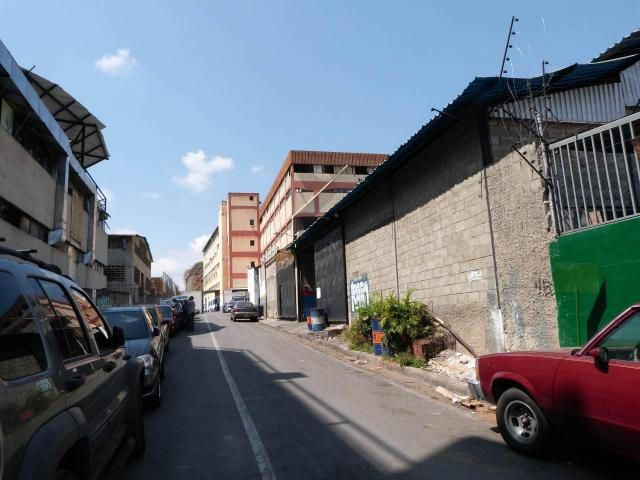 Industrial Distrito Metropolitano>Caracas>Guaicay - Venta:338.379.000.000 Bolivares - codigo: 13-6945
