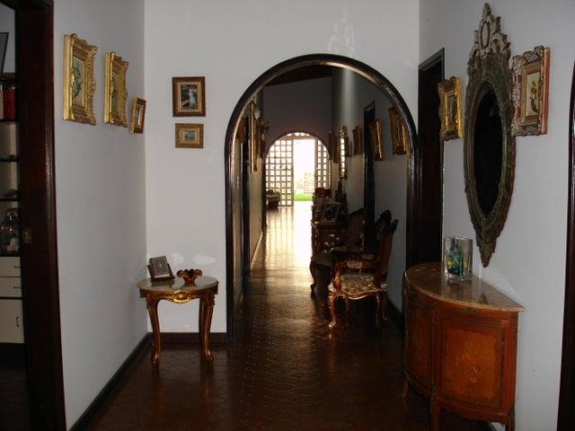 Casa Distrito Metropolitano>Caracas>Macaracuay - Venta:300.942.000.000 Precio Referencial - codigo: 13-7039