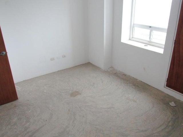 Apartamento Distrito Metropolitano>Caracas>Oripoto - Venta:101.514.000.000 Bolivares Fuertes - codigo: 13-7917