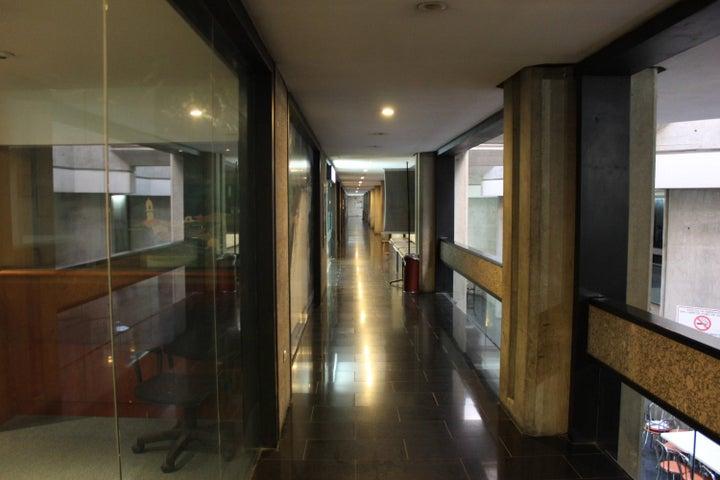 Local Comercial Distrito Metropolitano>Caracas>Prados del Este - Venta:235.003.000.000 Bolivares - codigo: 13-7902