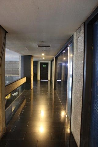 Local Comercial Distrito Metropolitano>Caracas>Prados del Este - Venta:1.000.000 Precio Referencial - codigo: 13-7902