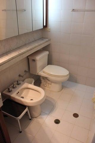 Casa Distrito Metropolitano>Caracas>Las Mercedes - Venta:427.508.000.000 Precio Referencial - codigo: 13-8499