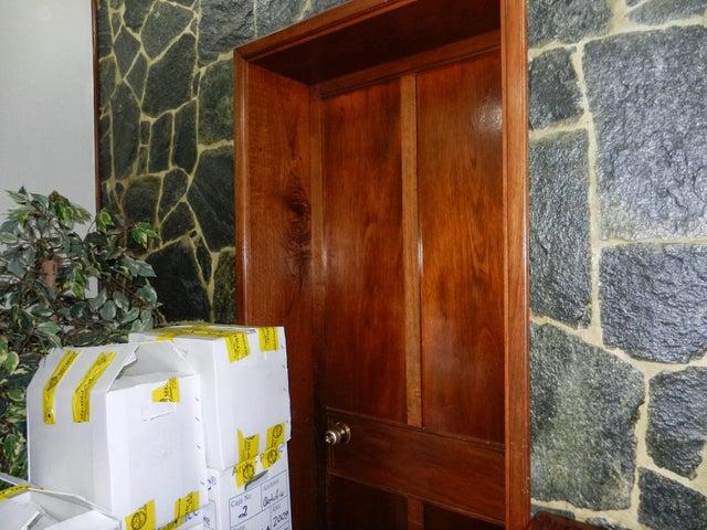 Casa Distrito Metropolitano>Caracas>Colinas de Bello Monte - Venta:650.000 Precio Referencial - codigo: 13-8603