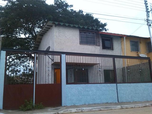 Townhouse Miranda>Santa Teresa>Virgen de Betania 4 - Venta:7.563.000.000 Precio Referencial - codigo: 13-9183