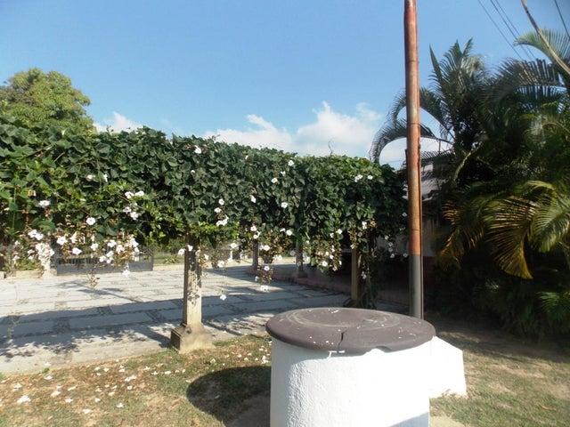 Terreno Carabobo>Valencia>La Entrada - Venta:8.820.000.000 Bolivares - codigo: 14-450