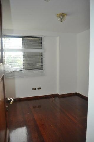 Apartamento Distrito Metropolitano>Caracas>Colinas de Valle Arriba - Alquiler:1.891.000.000 Precio Referencial - codigo: 14-945