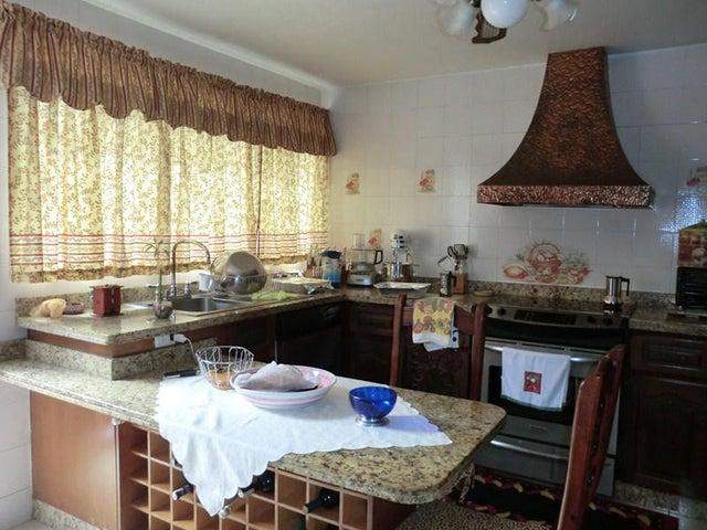 Casa Miranda>San Antonio de los Altos>Los Castores - Venta:159.630.000.000 Precio Referencial - codigo: 14-1077