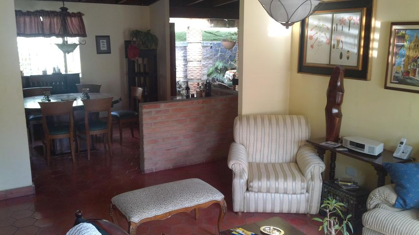 Casa Distrito Metropolitano>Caracas>La Lagunita Country Club - Venta:69.229.000.000 Bolivares - codigo: 14-1491