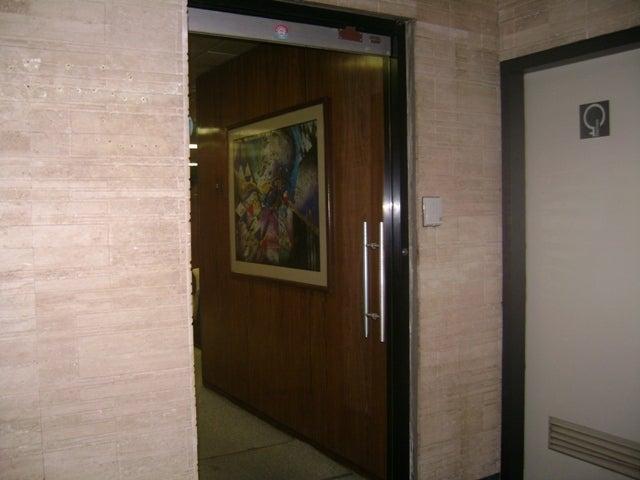 Oficina Distrito Metropolitano>Caracas>El Rosal - Venta:399.505.000.000 Bolivares - codigo: 14-1516