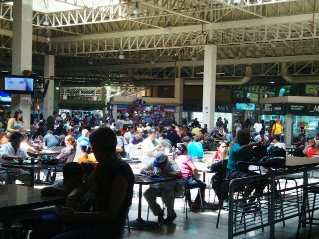 Local Comercial Miranda>Guatire>Sector San Pedro - Venta:60.610.000.000 Bolivares - codigo: 14-1909