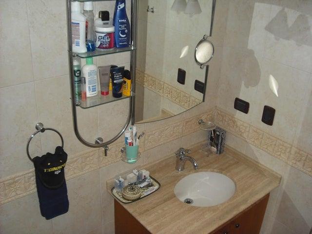 Apartamento Distrito Metropolitano>Caracas>La Lagunita Country Club - Venta:299.489.000.000 Precio Referencial - codigo: 14-2235