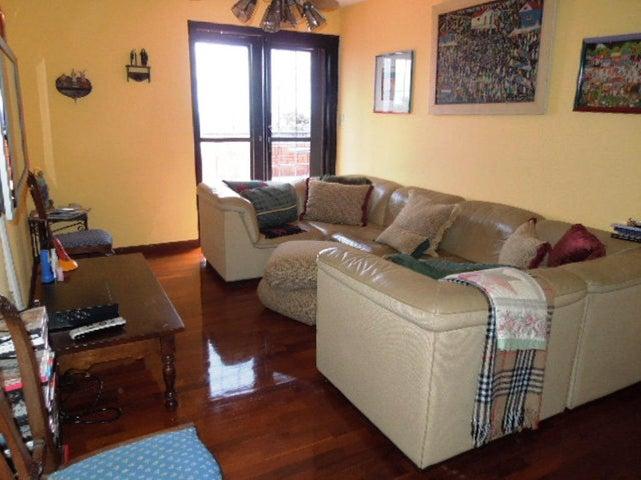 Casa Distrito Metropolitano>Caracas>La Lagunita Country Club - Venta:196.634.000.000 Bolivares - codigo: 14-2347