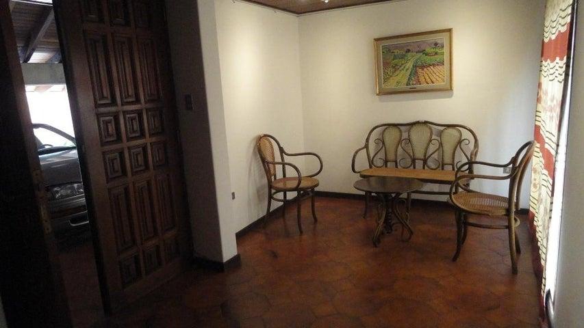 Casa Distrito Metropolitano>Caracas>Colinas de Bello Monte - Venta:750.000 Precio Referencial - codigo: 14-3781