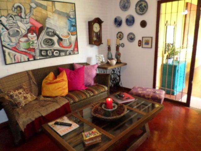 Casa Distrito Metropolitano>Caracas>Santa Sofia - Venta:335.899.000.000 Precio Referencial - codigo: 14-5264