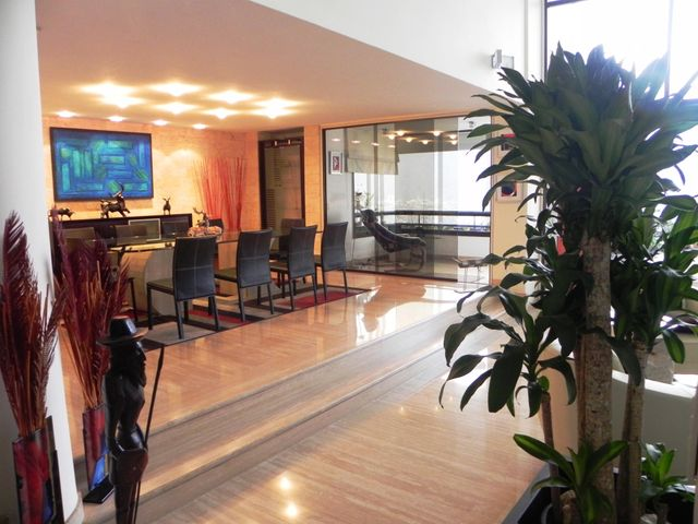 Apartamento Distrito Metropolitano>Caracas>Lomas de San Roman - Venta:281.983.000.000 Bolivares Fuertes - codigo: 14-5520