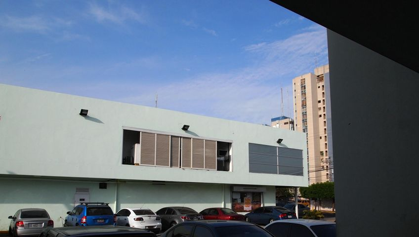 Oficina Zulia>Maracaibo>Valle Claro - Venta:2.560.000.000 Bolivares - codigo: 14-5599