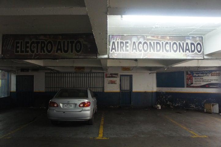 Local Comercial Distrito Metropolitano>Caracas>El Cafetal - Venta:34.609.000.000 Bolivares - codigo: 14-5674