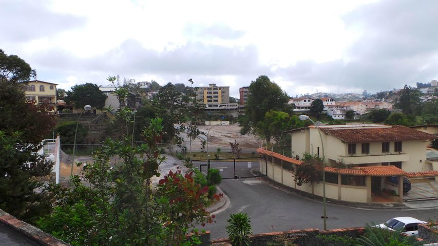 Casa Miranda>San Antonio de los Altos>Las Salias - Venta:250.378.000.000 Precio Referencial - codigo: 14-5831