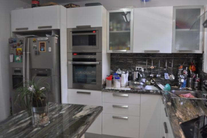 Apartamento Distrito Metropolitano>Caracas>Parque Oripoto - Venta:40.737.000.000 Bolivares Fuertes - codigo: 14-5930