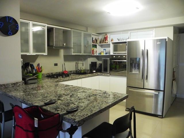 Apartamento Distrito Metropolitano>Caracas>La Boyera - Venta:31.081.000.000 Bolivares Fuertes - codigo: 14-6186