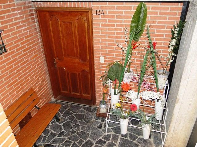 Townhouse Distrito Metropolitano>Caracas>Lomas de La Trinidad - Venta:1.639.962.000.000 Precio Referencial - codigo: 14-6848