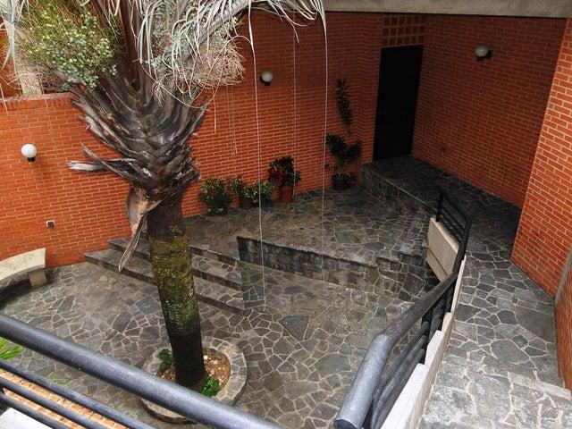 Townhouse Distrito Metropolitano>Caracas>Lomas de La Trinidad - Venta:89.301.000.000 Bolivares - codigo: 14-6848