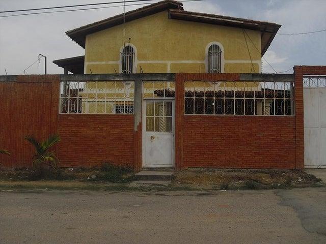 Casa Miranda>Santa Teresa>Las Carolinas - Venta:1.579.000.000 Bolivares - codigo: 14-7627
