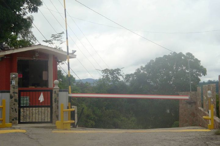 Terreno Distrito Metropolitano>Caracas>El Hatillo - Venta:12.710.000.000 Precio Referencial - codigo: 14-7791
